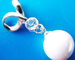 WHITE PEARL PENDANT 10 MM  18CTS [PF744]