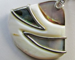 MOTHER PEARL INTARSIA PENDANT   MJA 301