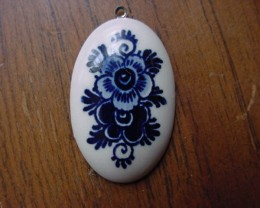 VINTAGE DELFT HOLLAND PENDANT OVAL PORCELAIN COLLECTORS PC