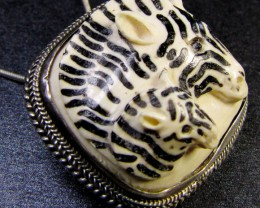 CARVING  MAMMOTH IN SILVER PENDANT/BROOCH  93CTS   RT 511