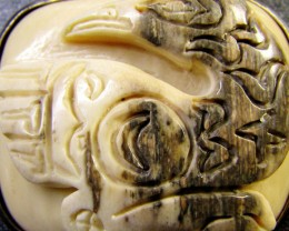 NATIVE CARVING  MAMMOTH IN SILVER PENDANT 86  CTS   RT 534