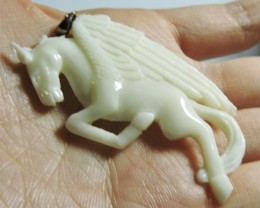 42.1 CTS CARVED FLYING HORSE PENDANT HS1336