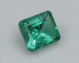 0.82 ct COLUMBIAN EMERALD - AMAZING COLOR AND CLARITY!