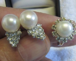 Set Matching Pearl Earrings  and  Ring size 6-7.5 PPP107