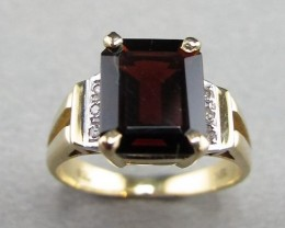 Garnet Ring 3.5 cts with Diamond Accents in 18 ct Gold Setting