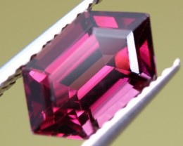 3.32 CT GARNET - PINKISH-RED RHODOLITE - MASTER CUT!