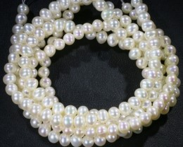 306.05 Three white side drill /round 6 mmNatural Pearl strands  GOGO961D