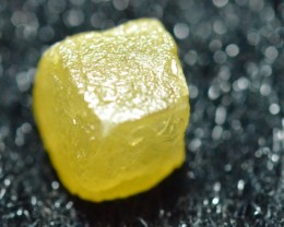 2.75ct Diamond Cube yellow 6.8 by 6.2 by 5.7mm approx
