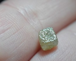 1.95ct Diamond Cube  light champagne 5.6mm