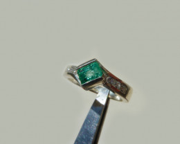 0.9ct Colombian Emerald Silver  Ring