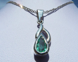 0.75ct Colombian Emerald Pendant