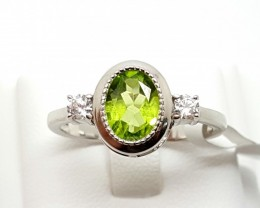 STAMPED  925 SILVER  RING WITH GREEN PERIDOT & TOPAZ