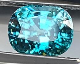 4.40cts,  Blue Zircon,  VVS1 Eye Clean,  Full of Fire,  Sapphire Blue