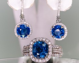 Matching earrings is auction 646833. I will give a discount if bought as a set.