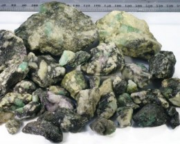 688g Australian Curlew Mine Emerald rough Specimens PPP 45