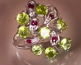 A Fine Peridot Ruby Sterling Silver Ring Size 8
