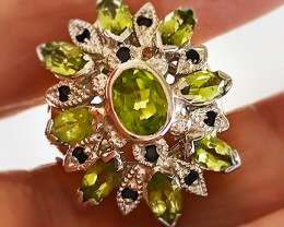 A Peridot Sapphire Sterling Silver Ring Size 6.5