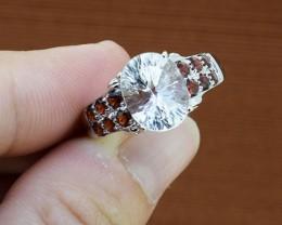 Stunning White Quartz & Garnet Sterling Silver Ring Size - 8