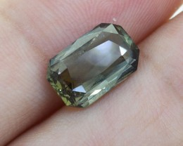 BIG Unheated Certified Green Sapphire 3.34 Ct. looks Amazing ! (00727)
