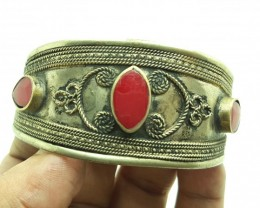 131 Crt Antique Style Afghani Bangle with Coral Faceted Gemstone