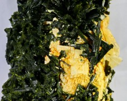 10450 Ct Unheated ~ Natural  Superb Green Epidot Specimen