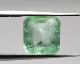 Natural Emerald - 1,69 ct - Gemstone