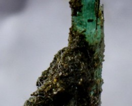 36 CT Natural - Unheated green Emerald specimen