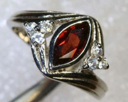 18CTS GARNET AND QUARTZ SILVER RING SG-2528