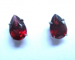 Sterling Silver Earring with Pear Shape 6x4mm Garnet