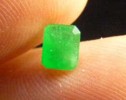 0.70cts  Emerald , 100% Natural Gemstone