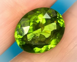 A HUGE 9.00CT PERIDOT - SO LOVELY - SO ORGANIC
