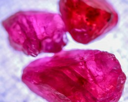 12.75 CTS  RED SPINEL CRYSTAL ROUGH PARCEL [MGW5321]