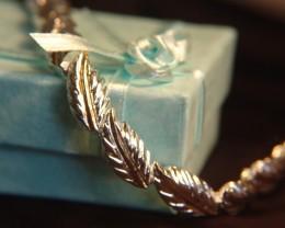 AN ELEGANT WHITE & GOLD COLOURED STERLING SILVER BRACELET ~ BEAUTIFUL