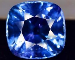 7.15 carats Top Grade Flawless Rare Color Change Tenebrescent Scapolite Loo