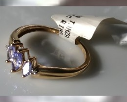 A VERY ELEGANT YELLOW GOLD & TANZANITE RING ~ BEAUTIFUL