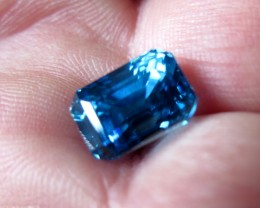 TOP QUALITY CERTIFIED BLUE ZIRCON 9.10cts...VVS+