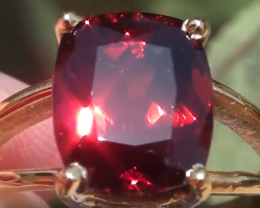 Malaya Garnet 6.18ct 18ct Solid Gold Ring