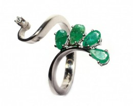 Gr 4.60  18 k White Gold with Diamond and Emerald.    FB12