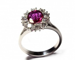Gr 3.80   18 k White Gold with Ruby and Diamonds.    FB20