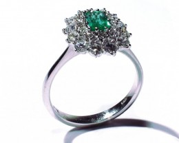 Gr 4.0  18 k White Gold with Emerald  and Diamonds    FB22