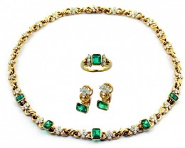 Gr 76.50  18 k PARURE  Gold with Emerald and Diamonds  FB32