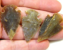 SET THREE   JASPER ARROW HEADS    61  CARATS     AG 505