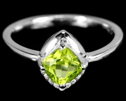 17.5ct Green Peridot 925 Sterling Silver Ring US 7