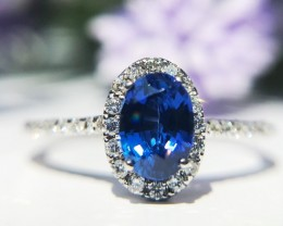 0.92ct Sapphire and Diamond ring 18kt White Gold