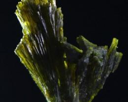 15.50 CT Natural - Unheated Green Epidot Specimen