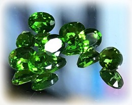 8 piece Intense Green Chrome Diopside Gem Parcel No reserve