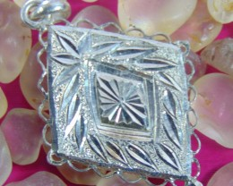23.90 cts  Beautiful Jewelry pendent  With pure silver good cuttings