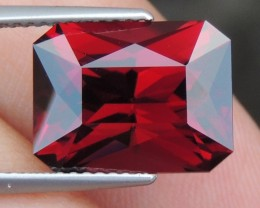 "8.32cts BIG ""Pure Red"" Garnet"