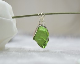NATURAL UNTREATED ROUGH PERIDOT PENDANT 925 STERLING SILVER JE358