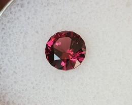 1,22ct Pinkish red Rhodolite garnet - Master cut!